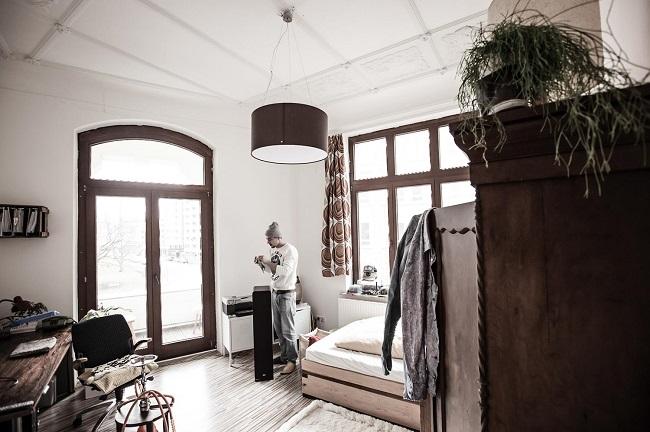 Moritz im Zimmer.