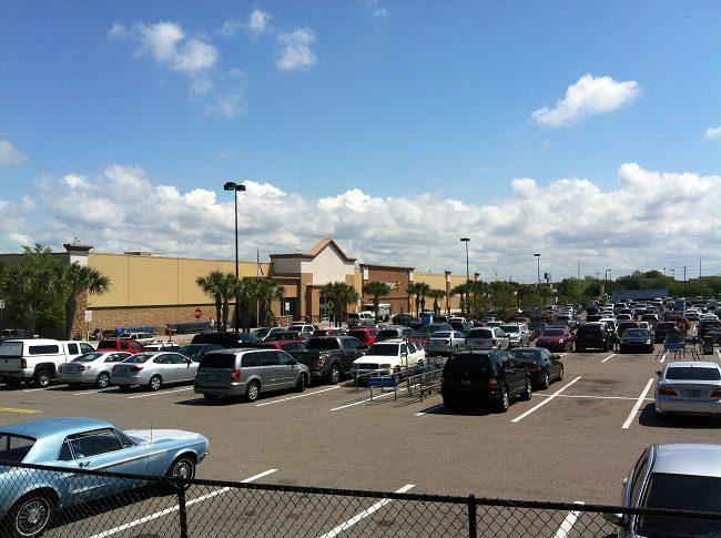 Shopping und Parkplatz in den USA.