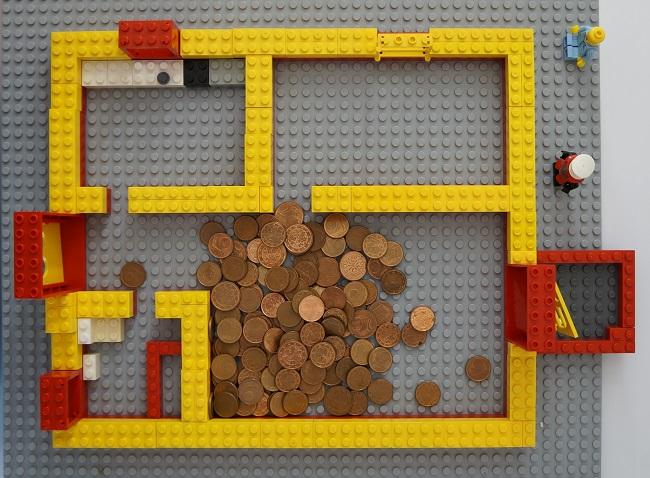 Geld statt Menschen im Legogrundriss