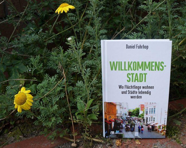 Cover Buch und gelbe Blume