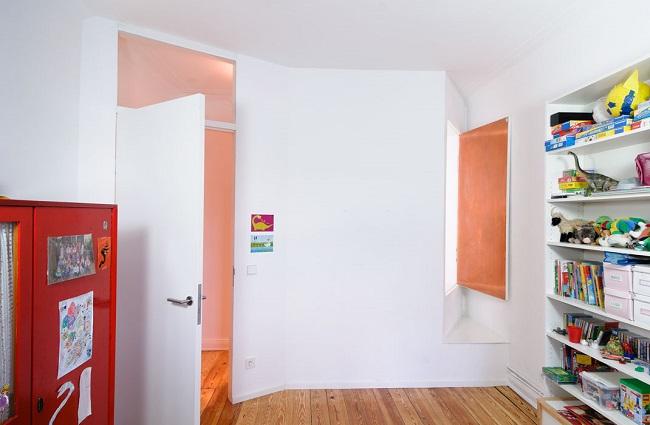 Oberer Raum mit Blick auf Fenster